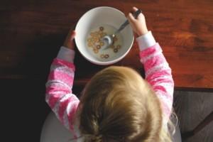 El desayuno ayudará al niño a afrontar el día con energía en la escuela.